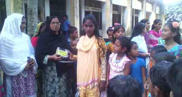সোনাতলায় ব্র্যাক সামাজিক ক্ষমতায়ন কর্মসূচির উদ্যোগে বাল্যবিয়ে প্রতিরোধের তথ্য কার্ড বিতরণ অনুষ্ঠিত