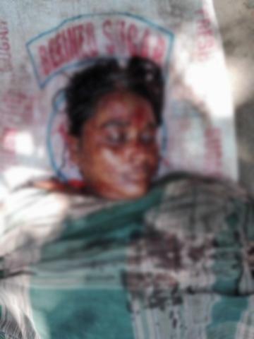 শিবগঞ্জে মোকামতলায় কু-প্রস্তাবে রাজী না হওয়ায় মামীকে হত্যার পর ভাগ্নের আত্মহত্যা
