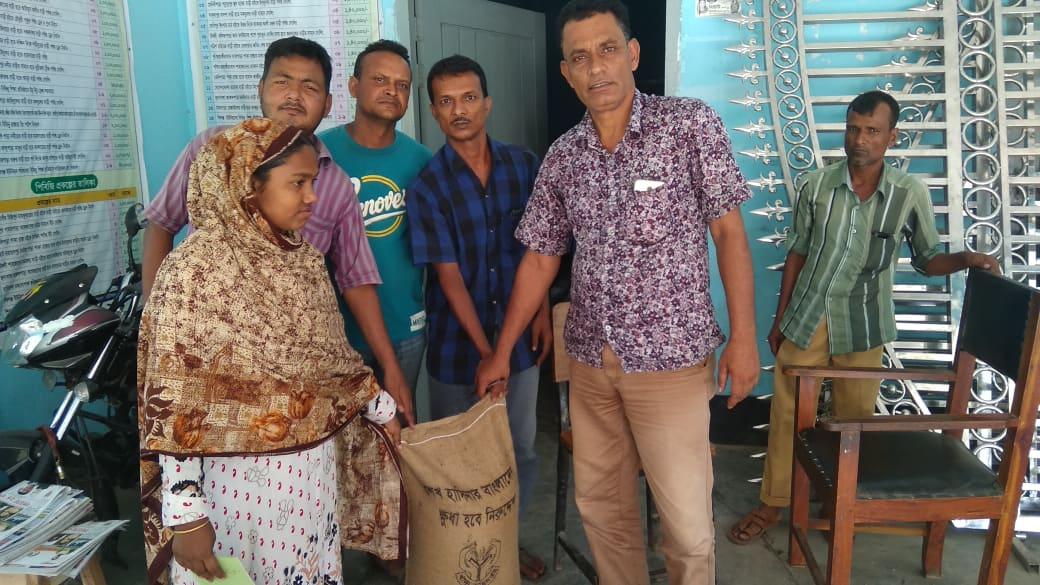 শিবগঞ্জ আটমুল ও সদর ইউনিয়ন ভিজিডি চাল বিতরন