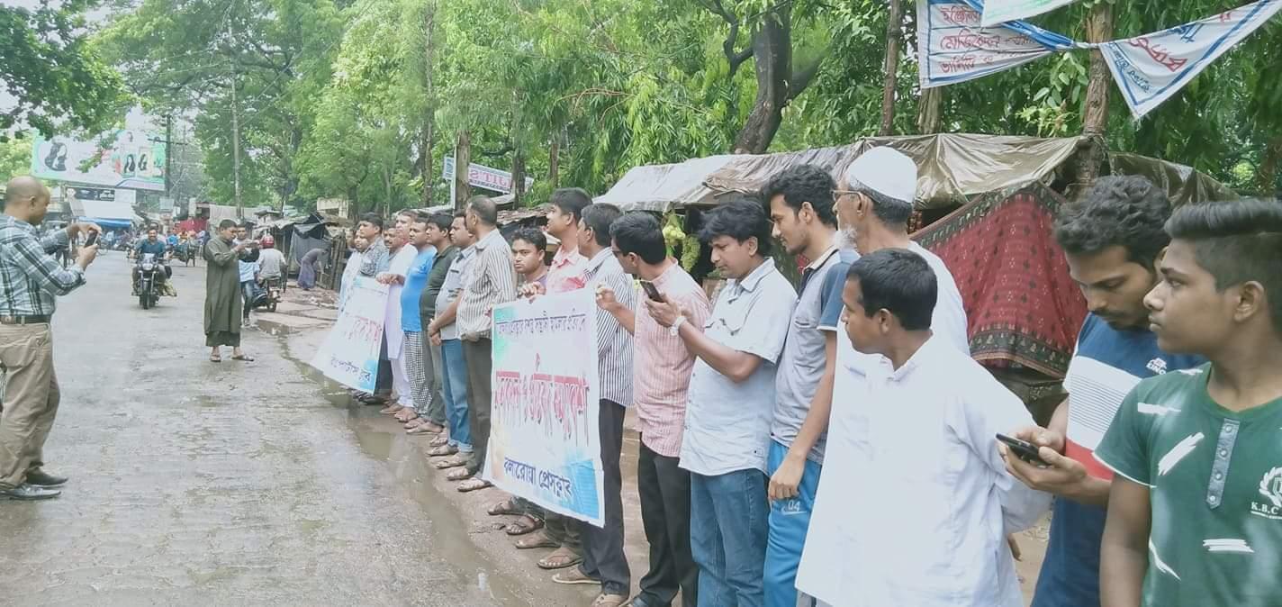 সাতক্ষিরা প্রেস ক্লাবে সন্ত্রাসী হামলায় কলারোয়ায় সাংবাদিকদের মানববন্ধন