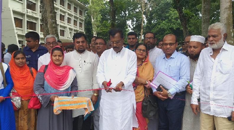 """সোনাতলায় ফলদ বৃক্ষমেলা উদ্বোধনঃ প্রান্তিক কৃষকদের মাঝে """"মাস কালাই""""য়ের বীজ ও সার বিতরণ"""