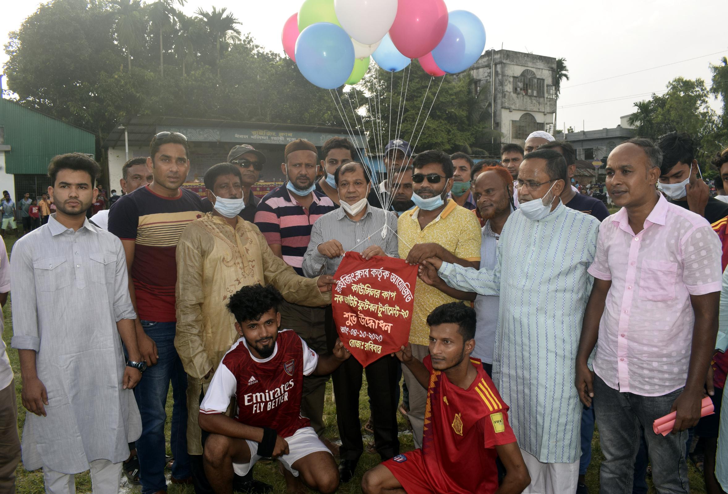 বগুড়ায় বৃন্দাবনপাড়া রাইজিং ক্লাবের আয়োজনে কাউন্সিলর কাপ ফুটবল টুর্নামেন্ট উদ্বোধন